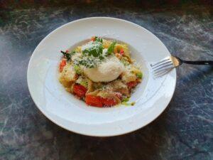 Anti-Aging mit der richtigen Ernährung! Hier: Pasta mit Zicchini-Gemüse und Mozarella.