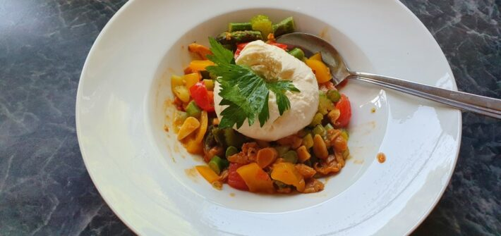 Antiaging with healthy food! Here Fresh Pasta with vegetables and Mozzarella
