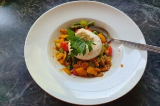Anti-Aging mit der richtigen Ernährung! Hier: gebratenes Gemüse mit Mozarella
