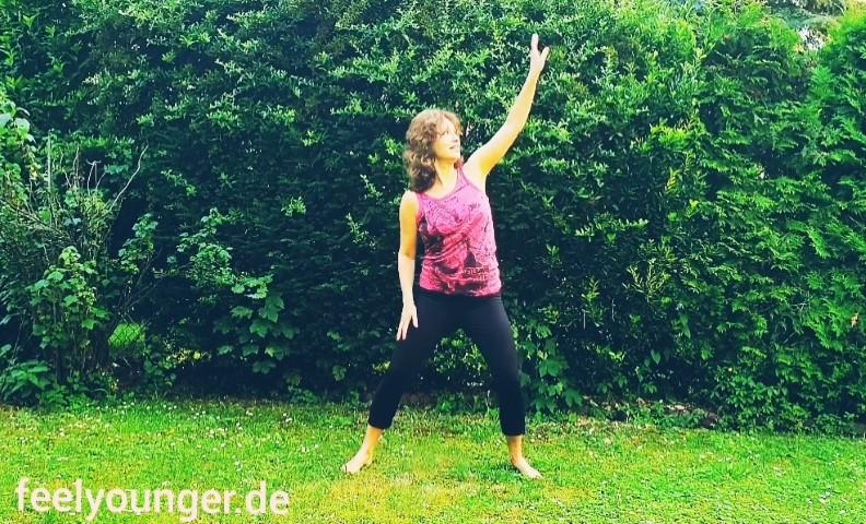 Fit und flexibel mit Tanzbewegungen! Hier zeige ich Dir, wie Du in freier Natur ohne Equipment und barfuß einen Dancing-Workout machen kannst